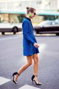 what color shoes to wear with royal blue long dress