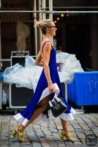 what color shoes goes with royal blue dress