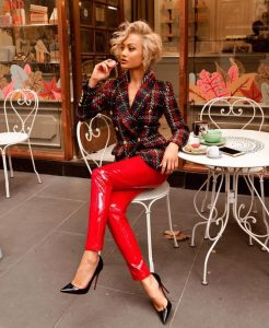 what to wear with red pants for girls